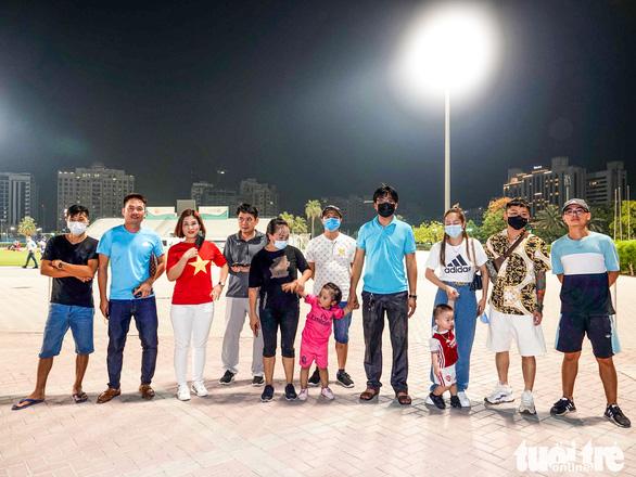 Cổ động viên Việt Nam tại UAE gặp khó khi muốn vào sân ủng hộ đội nhà - Ảnh 1.