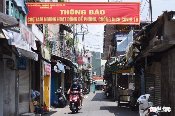 Chợ Phú Nhuận lại ngưng hoạt động, lấy mẫu xét nghiệm hơn 1.000 người - Ảnh 1.
