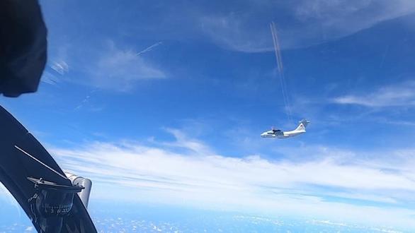 Chiến đấu cơ Malaysia bay lên ngăn chặn 16 máy bay Trung Quốc đe dọa - Ảnh 1.