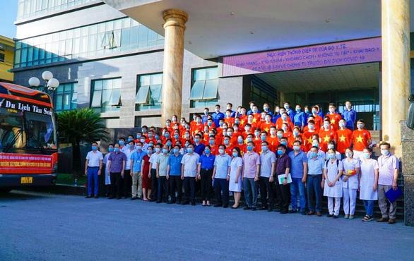 78 bác sĩ, sinh viên Thái Bình chi viện cho Bắc Ninh, Bắc Giang - Ảnh 1.