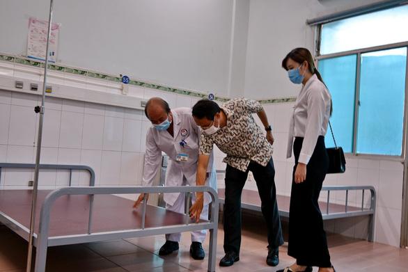 Tặng 500 giường bệnh, tiếp sức cho hai bệnh viện điều trị COVID-19 ở TP.HCM - Ảnh 2.