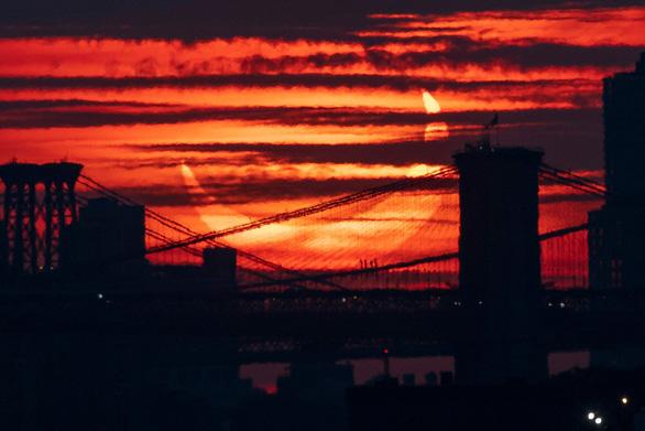 Chiêm ngưỡng ảnh chụp nhật thực 'vòng lửa' ngày 10-6 - Ảnh 2.