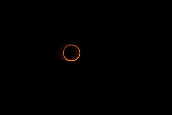 Chiêm ngưỡng ảnh chụp nhật thực 'vòng lửa' ngày 10-6 - Ảnh 4.