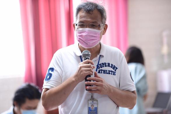 ÔNg Tsai Wen Tsung – tổng giám đốc công ty PouYuen khu vực Việt Nam báo cáo tình hình công ty tại buổi làm việc - Ảnh: QUANG ĐỊNH