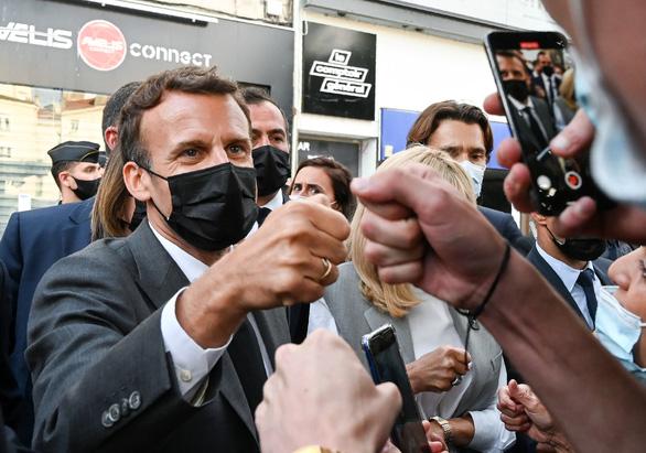 Thanh niên tát Tổng thống Pháp bị phạt 18 tháng tù, 14 tháng là án treo - Ảnh 1.