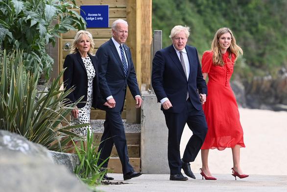 Thủ tướng Johnson chào đón Tổng thống Biden trước thềm hội nghị G7 - Ảnh 1.