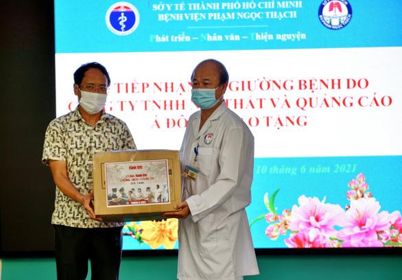 Tặng 500 giường bệnh, tiếp sức cho hai bệnh viện điều trị COVID-19 ở TP.HCM - Ảnh 3.