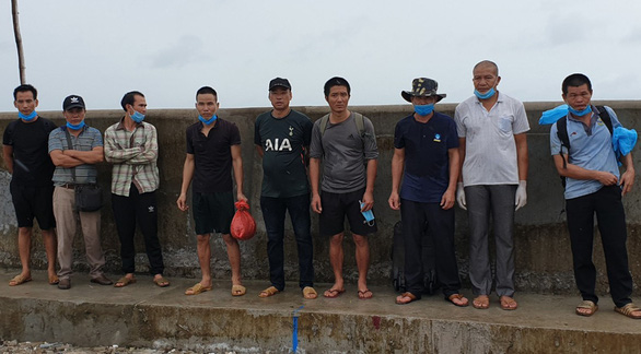 Bắt 5 sà lan chở 9 người nhập cảnh trái phép từ Campuchia vào đảo Phú Quốc - Ảnh 1.