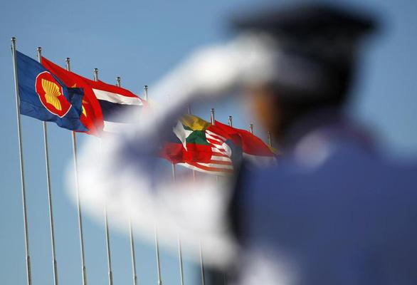 ASEAN và Trung Quốc cam kết cùng xử lý vấn đề Biển Đông - Ảnh 1.