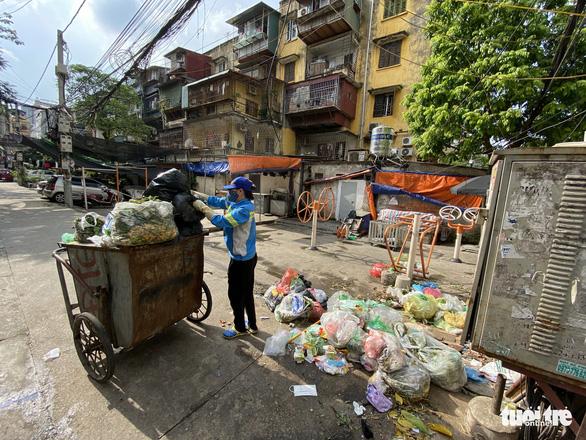 Bị nợ lương, công nhân môi trường cay đắng vay nợ, lượm ve chai sống qua ngày - Ảnh 3.