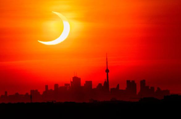 Chiêm ngưỡng ảnh chụp nhật thực 'vòng lửa' ngày 10-6 - Ảnh 1.