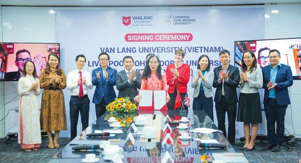 Học chương trình quốc tế 100% tại Đại học Văn Lang, nhận bằng Cử nhân danh giá của Anh, Úc - Ảnh 1.