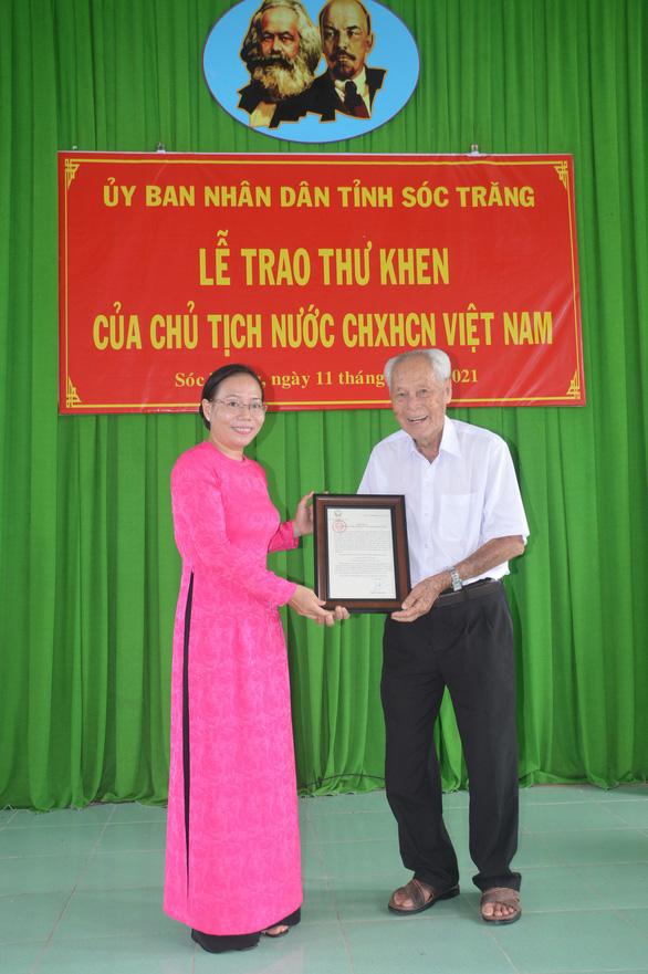 Chủ tịch nước gởi thư khen 'ông bụt' ở Sóc Trăng - Ảnh 1.
