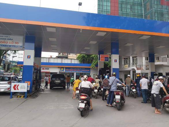Từ 15h chiều 10-9: Đồng loạt tăng giá tất cả các mặt hàng xăng dầu - Ảnh 1.