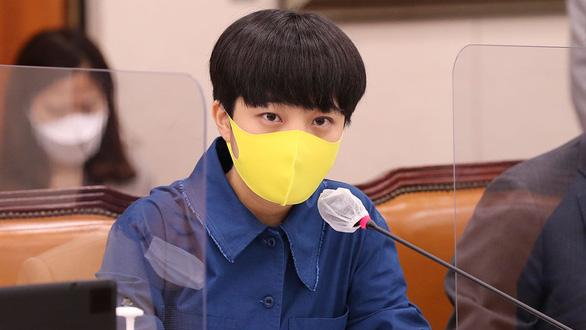 Nghị sĩ Hàn Quốc xin lỗi vì dùng ảnh BTS cho chiến dịch riêng - Ảnh 2.