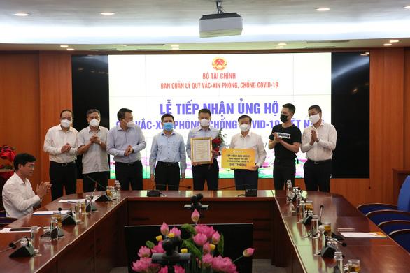 Sun Group góp 320 tỉ đồng cho Quỹ vắc xin phòng, chống COVID-19 - Ảnh 1.