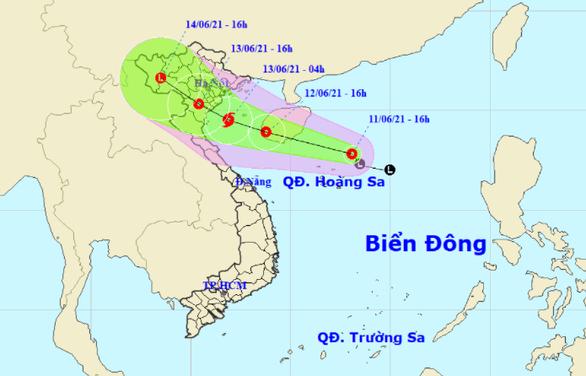 Áp thấp nhiệt đới có thể mạnh lên thành bão trên Biển Đông - Ảnh 1.