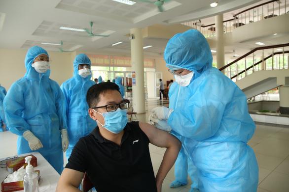 Thu hồi văn bản tiêm vắc xin do doanh nghiệp tự chi trả với giá 350.000 đồng/người - Ảnh 1.