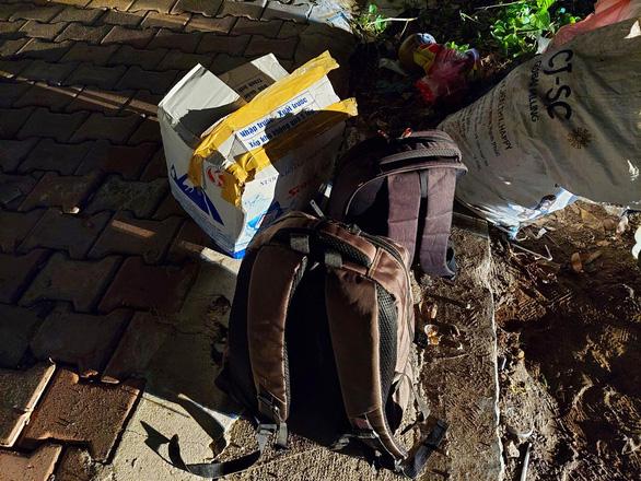 Kiểm tra một căn nhà cấp 4, bất ngờ phát hiện nhiều súng, lựu đạn và hơn 10kg ma túy - Ảnh 2.