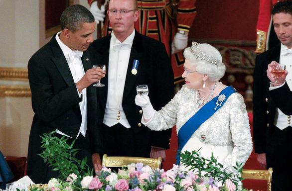 Ông Biden là tổng thống Mỹ thứ 13 gặp nữ hoàng Anh - Ảnh 2.