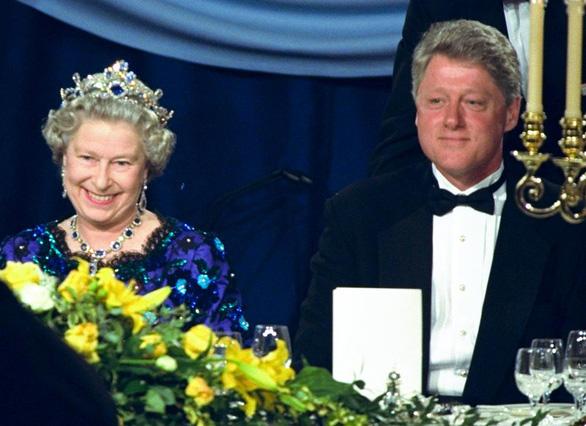 Ông Biden là tổng thống Mỹ thứ 13 gặp nữ hoàng Anh - Ảnh 3.