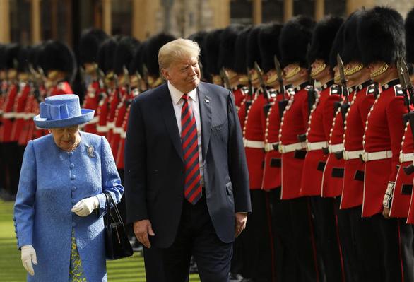 Ông Biden là tổng thống Mỹ thứ 13 gặp nữ hoàng Anh - Ảnh 1.