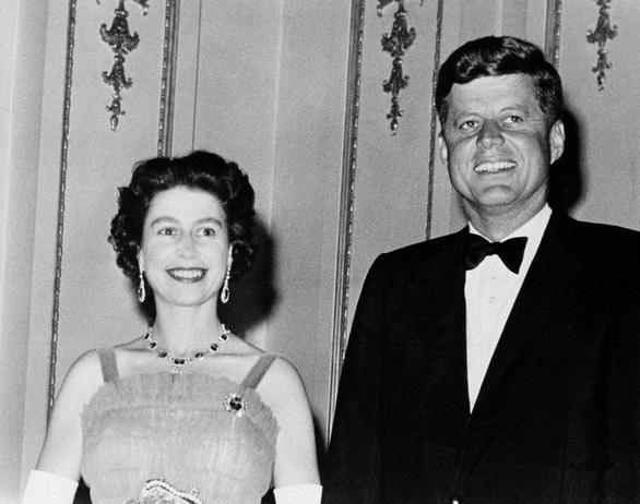 Ông Biden là tổng thống Mỹ thứ 13 gặp nữ hoàng Anh - Ảnh 4.