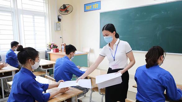 Sáng nay 12-6: 93.000 thí sinh Hà Nội dự kỳ thi vào lớp 10 - Ảnh 1.