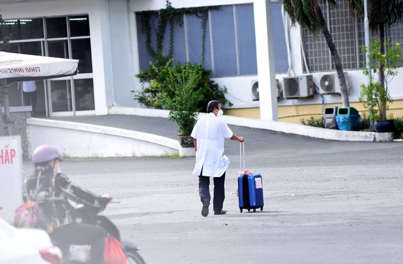 Phát hiện 22 nhân viên Bệnh viện Bệnh nhiệt đới TP.HCM mắc COVID-19 - Ảnh 1.
