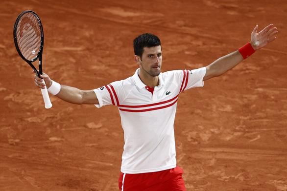 Đánh bại Nadal trên sân đất nện, Djokovic vào chung kết Roland Garros - Ảnh 2.