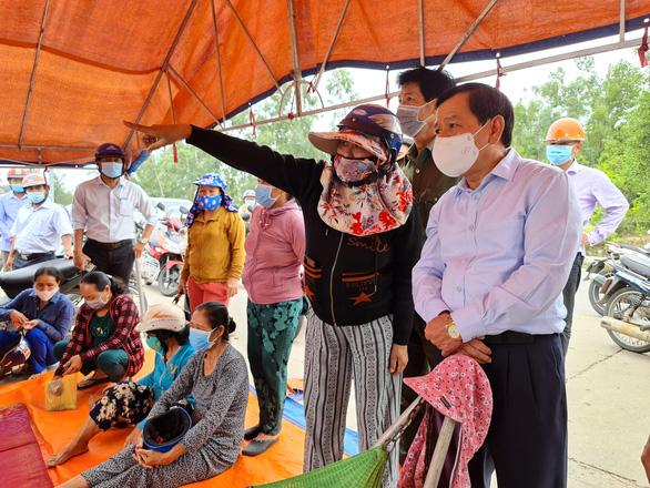 Chịu không nổi ô nhiễm, người dân chặn Khu liên hợp sản xuất gang thép Hòa Phát Dung Quất - Ảnh 6.