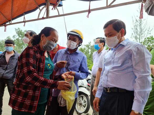 Chịu không nổi ô nhiễm, người dân chặn Khu liên hợp sản xuất gang thép Hòa Phát Dung Quất - Ảnh 5.