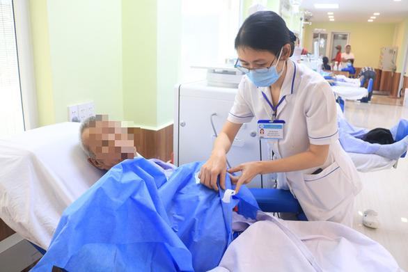 Sở Y tế TP.HCM yêu cầu khẩn: Nhân viên y tế chỉ ở nhà sau giờ làm - Ảnh 1.