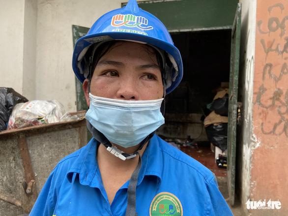 Trụ sở công ty nợ lương 'không bóng người', công nhân môi trường khóc nghẹn - Ảnh 3.