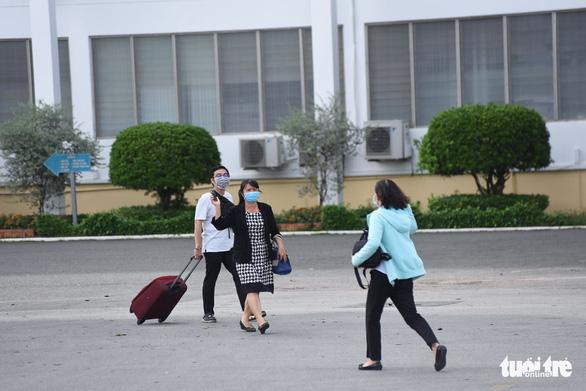 NÓNG: TP.HCM tạm phong tỏa Bệnh viện Bệnh nhiệt đới - Ảnh 5.