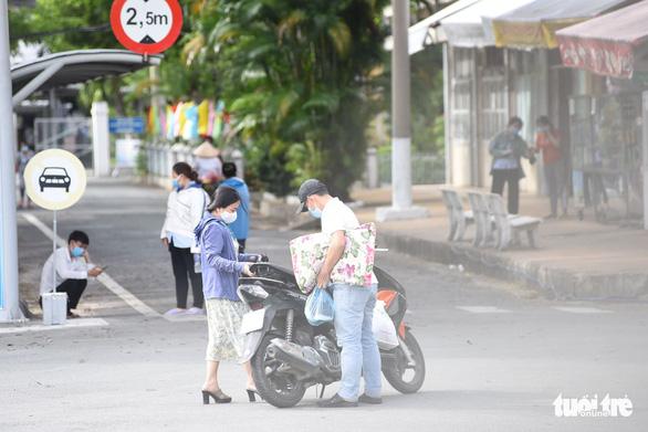 NÓNG: TP.HCM tạm phong tỏa Bệnh viện Bệnh nhiệt đới - Ảnh 1.
