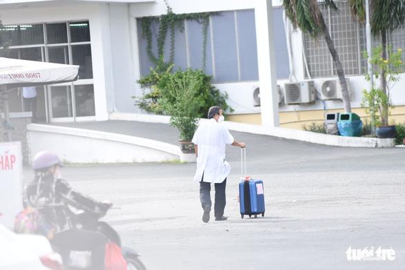 NÓNG: TP.HCM tạm phong tỏa Bệnh viện Bệnh nhiệt đới - Ảnh 2.