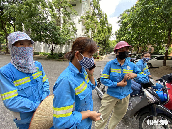 Trụ sở công ty nợ lương 'không bóng người', công nhân môi trường khóc nghẹn - Ảnh 9.