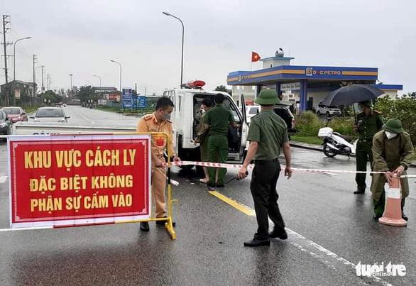 Thêm 2 ca COVID-19 tại ổ dịch siêu lây nhiễm ở Hà Tĩnh, đã chủ động khai báo y tế - Ảnh 2.