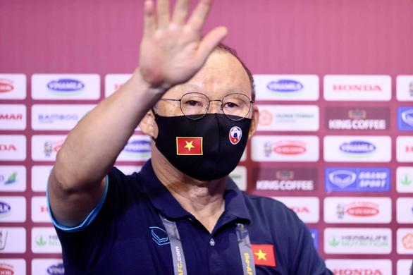 Ông Park bị cấm chỉ đạo trận gặp UAE - Ảnh 1.