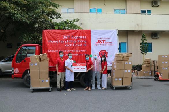 J&T Express triển khai nhiều hình thức hỗ trợ chống dịch Covid - Ảnh 1.