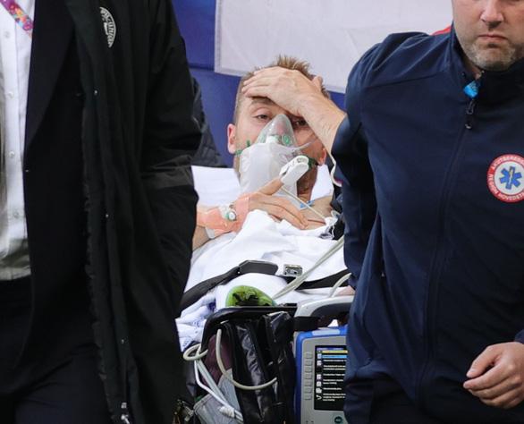 Eriksen mở mắt khi rời sân, UEFA xác nhận cầu thủ này đã ổn định - Ảnh 4.