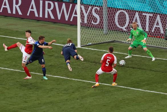 Phần Lan thắng sốc Đan Mạch trong ngày giới bóng đá lo lắng cho Eriksen - Ảnh 1.