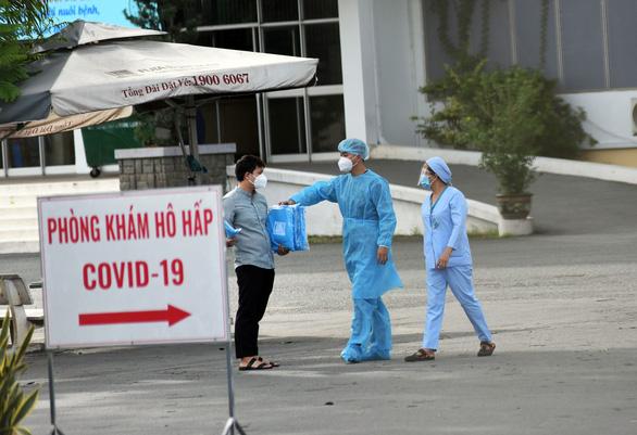 Khả năng cao nhân viên Bệnh viện Bệnh nhiệt đới nhiễm từ ngoài bệnh viện - Ảnh 1.