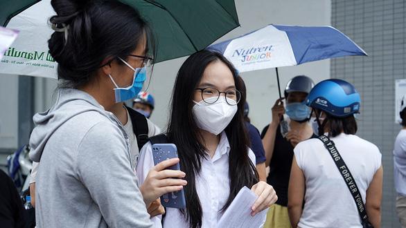Kỳ thi tuyển sinh vào lớp 10 ở Hà Nội: Dự báo điểm chuẩn sẽ tăng - Ảnh 1.