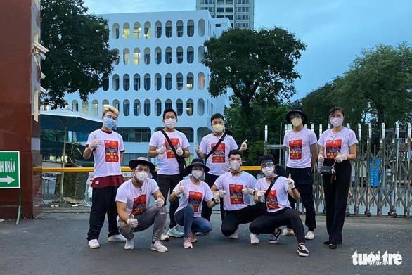 Nghệ sĩ, nhóm thiện nguyện hăng hái chi viện cho các điểm phòng chống dịch - Ảnh 2.