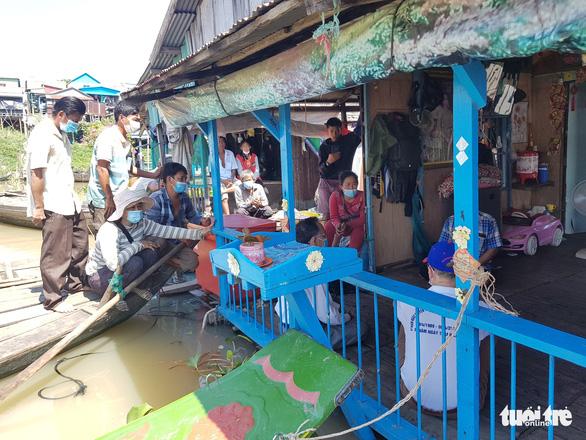 Người gốc Việt ở Campuchia bắt đầu di dời khỏi sông Tonle Sap - Ảnh 1.