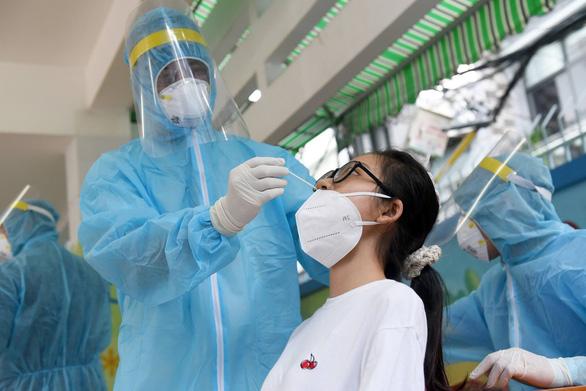 Tất cả 22 quận huyện và TP Thủ Đức đều đã có ca nhiễm COVID-19 - Ảnh 1.