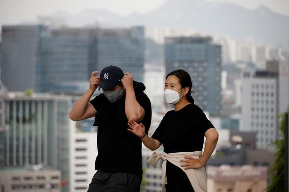 Hàn Quốc miễn cách ly du khách đã tiêm ngừa COVID-19 - Ảnh 1.