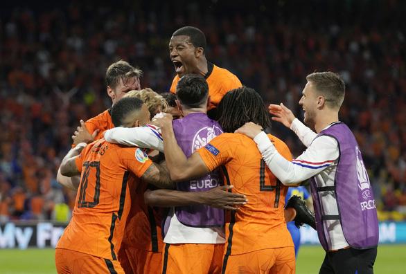 Hà Lan thắng trận cầu nghẹt thở trước Ukraine - Ảnh 1.